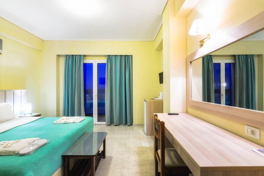iakinthos - tsilivi beach-front hotel - double room with side sea view
